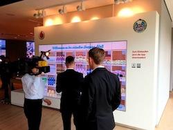 """Vodafone und """"Emmas Enkel"""" stellen virtuelle Shoppingwand für Vodafone-Mitarbeiter in Düsseldorf vor."""