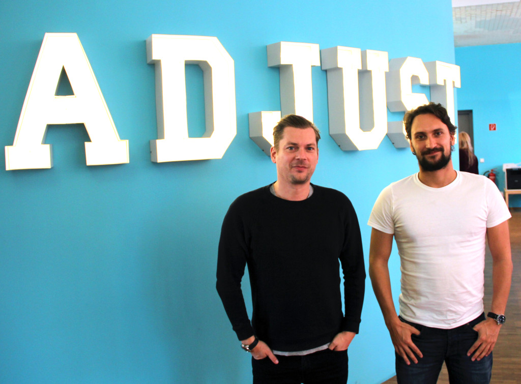 Bei adjust im Büro-Christian Henschel und Paul Müller