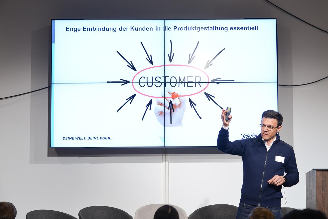 Fernando Burgos (Telefónica) stellte bei seiner Keynote den Kunden in den Mittelpunkt