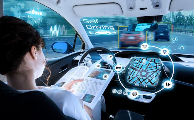 Autonomes Auto wird mit SIM Karte und zu einem Teil des IoT