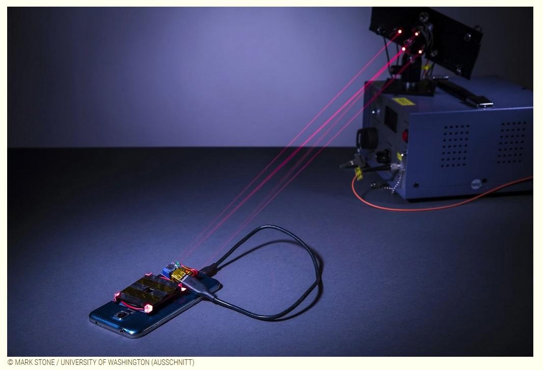 Smartphone Tablet mit Laserstrahl laden