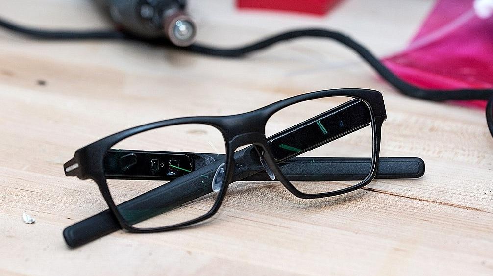 smarte Brille Vaunt von Intel zusammenfassung features und möglichkeiten