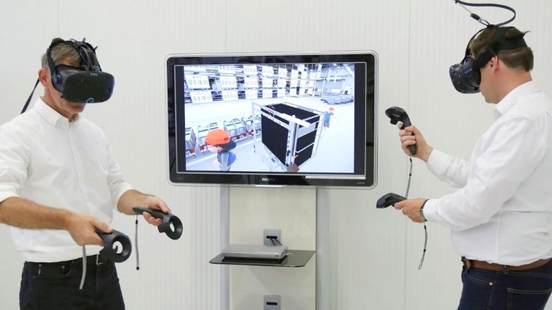 Volkswagen virtual reality glasses in logistik und production