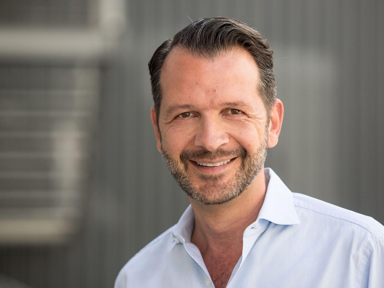 Andreas Westhoff erklärt many to many videoübertragung per app bei sport events